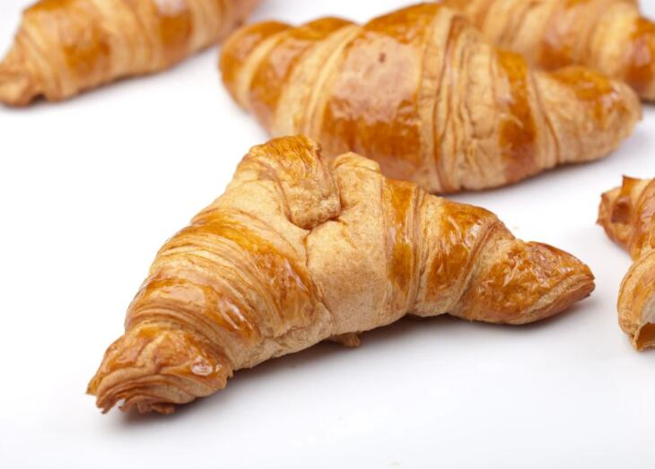 肉桂杏仁羊角面包食谱:开酥机厂家为您介绍